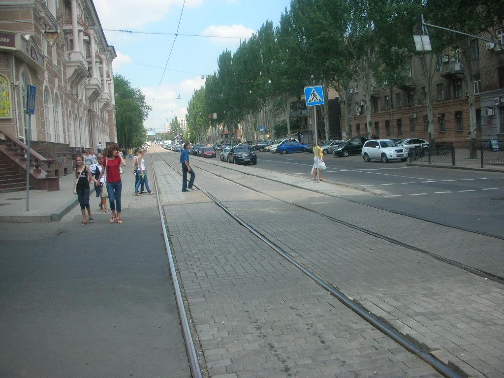 Наша работа – замена дорожного покрытия вдоль трамвайных путей по ул Челюскинцев.
