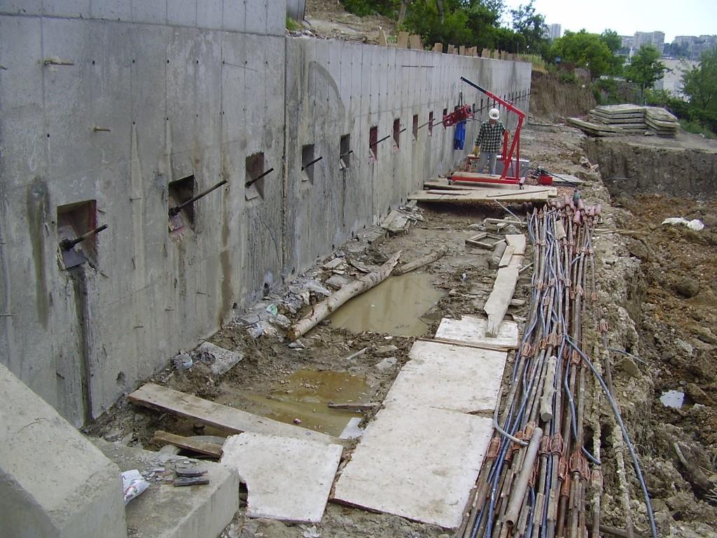 На Синевирском перевале в Карпатах обвалилась подпорная стена (фото)