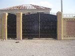 Кованые ворота могут стать самой главной частью внешнего оформления...